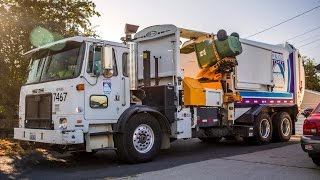 Autocar ACX - Labrie Expert Dual Helping-Hand Garbage Truck