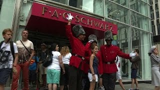 Famous New York toy store FAO Schwarz closes