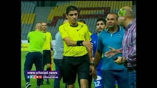إبراهيم نور الدين يطرد لاعب سموحة بعد انتهاء مباراته أمام المصرى.. فيديو