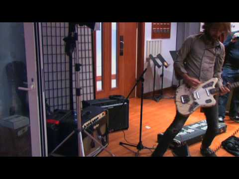 A Place To Bury Strangers - Ocean (Live on KEXP)