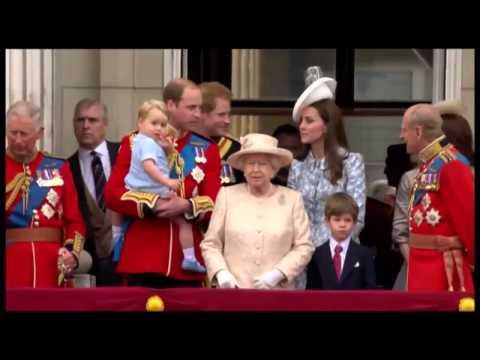 Prince George Makes His First Appearance On The Royal Balcony!(HQ Full Video)