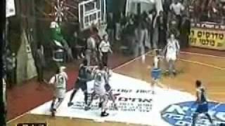 טפירו עם הבאזר, סל ניצחון של טפירו בדרבי 1995