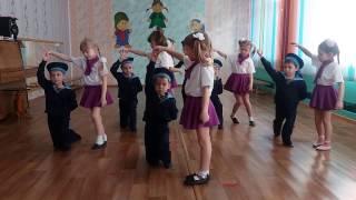 Красивый танец-поздравление папам на 23 февраля, ясли-сад № 2 г. Смолевичи Беларусь 2016 г