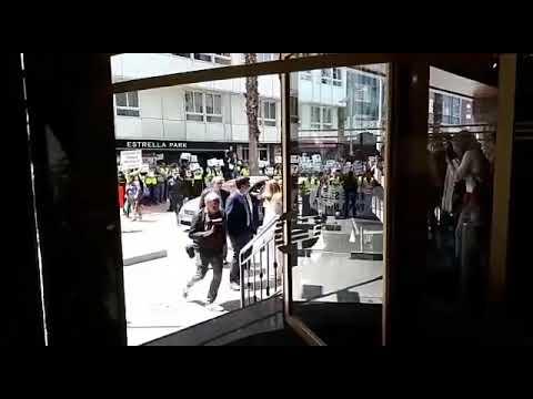Protesta dos traballadores de Ence ante o Galicia Palace