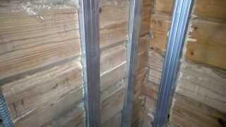 видео Как обшить стены внутри деревянного дома?