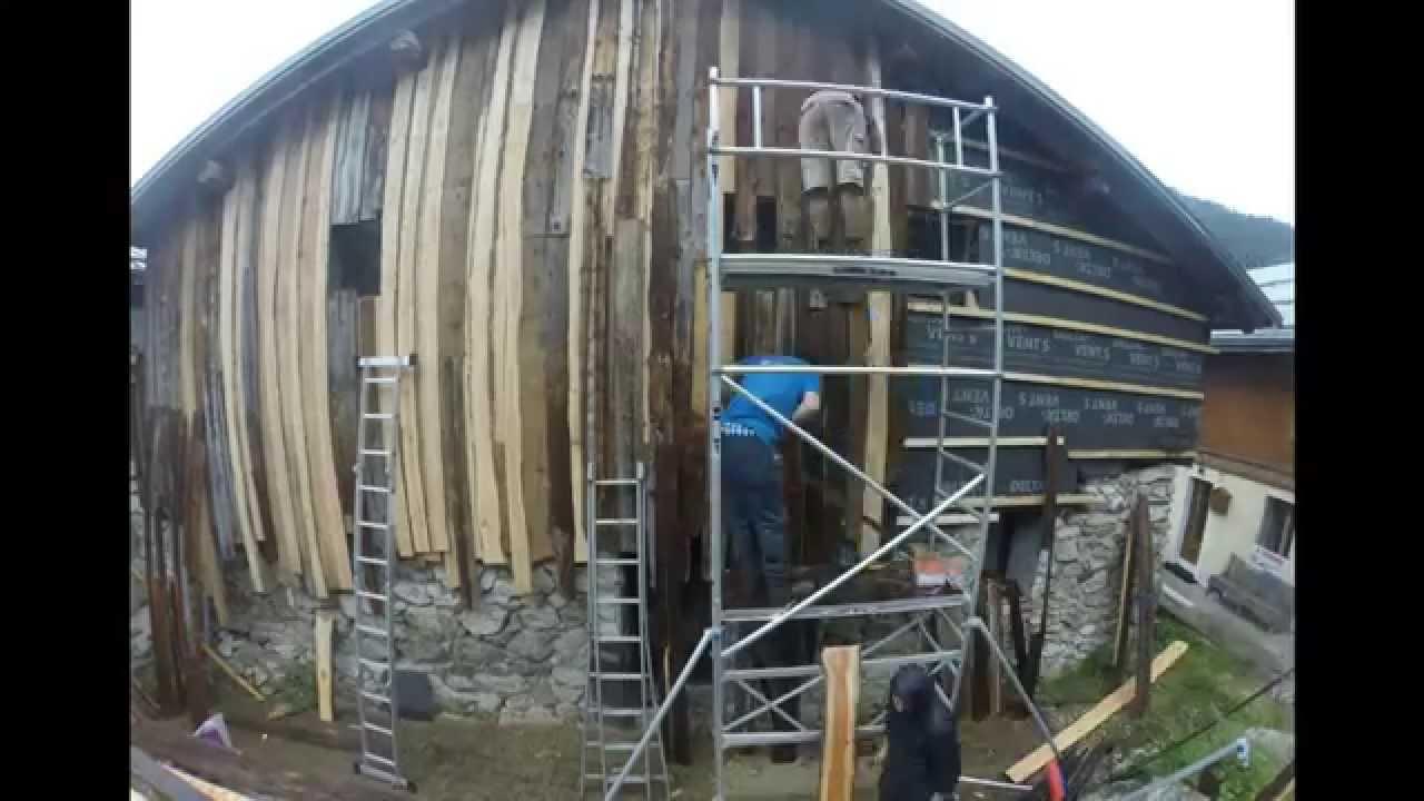Isolation d 39 un chalet traditionnel en savoie youtube for Isolation chalet bois madrier