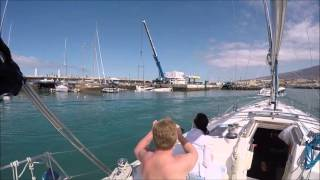 Luxury Yacht Sinks in the Harbour / Yate de Lujo se Hunde en el Muelle