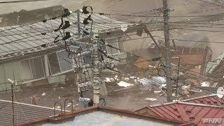 気仙沼市街地に押し寄せる津波