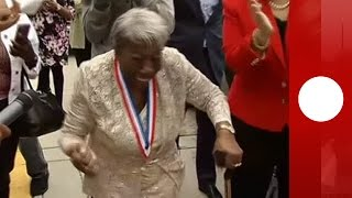 """107-year-old """"White House dancer"""" meets Harlem Globetrotters"""
