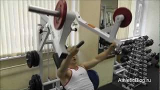 Жим от груди в тренажере. Упражнение для мышц груди. Обучающее видео.(Как накачать грудные мышцы -- программа «Специализация грудные мышцы»: http://www.athleticblog.ru/?page_id=4032 Жим от груди..., 2011-11-15T06:30:16.000Z)