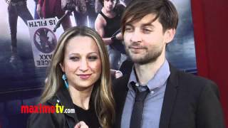 "Tobey Maguire ""Rock of Ages"" World Premiere Arrivals - Maximo TV Red Carpet Video"