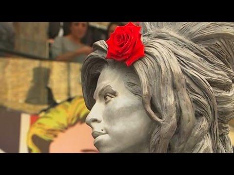 В Лондоне открыли статую Эми Уайнхаус (новости) http://9kommentariev.ru/