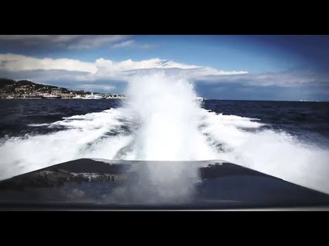 2,700-HP AMG / Cigarette Racing Boat - HIGH SPEED Running