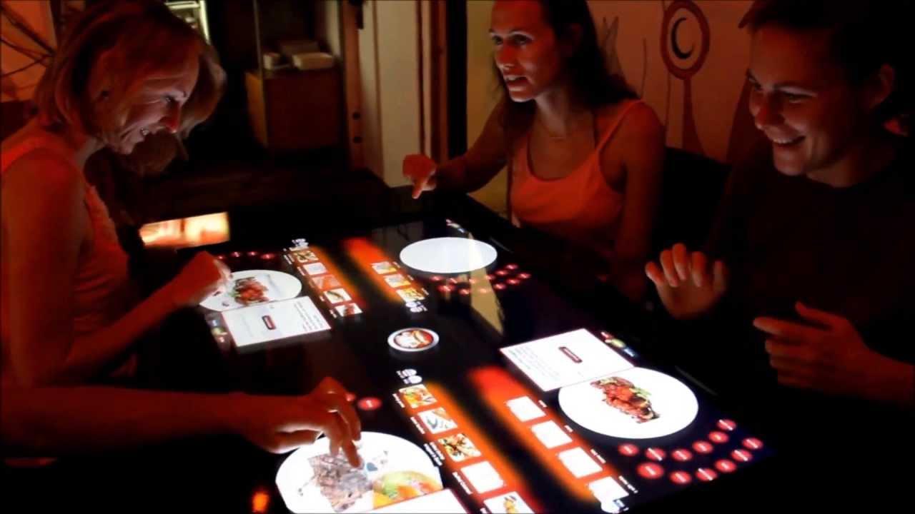 Pizza Hut - Pizza mit dem Touchscreen-Display im Tisch bestellen