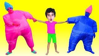 Sami and Big Inflatable pretend play, les boys tv