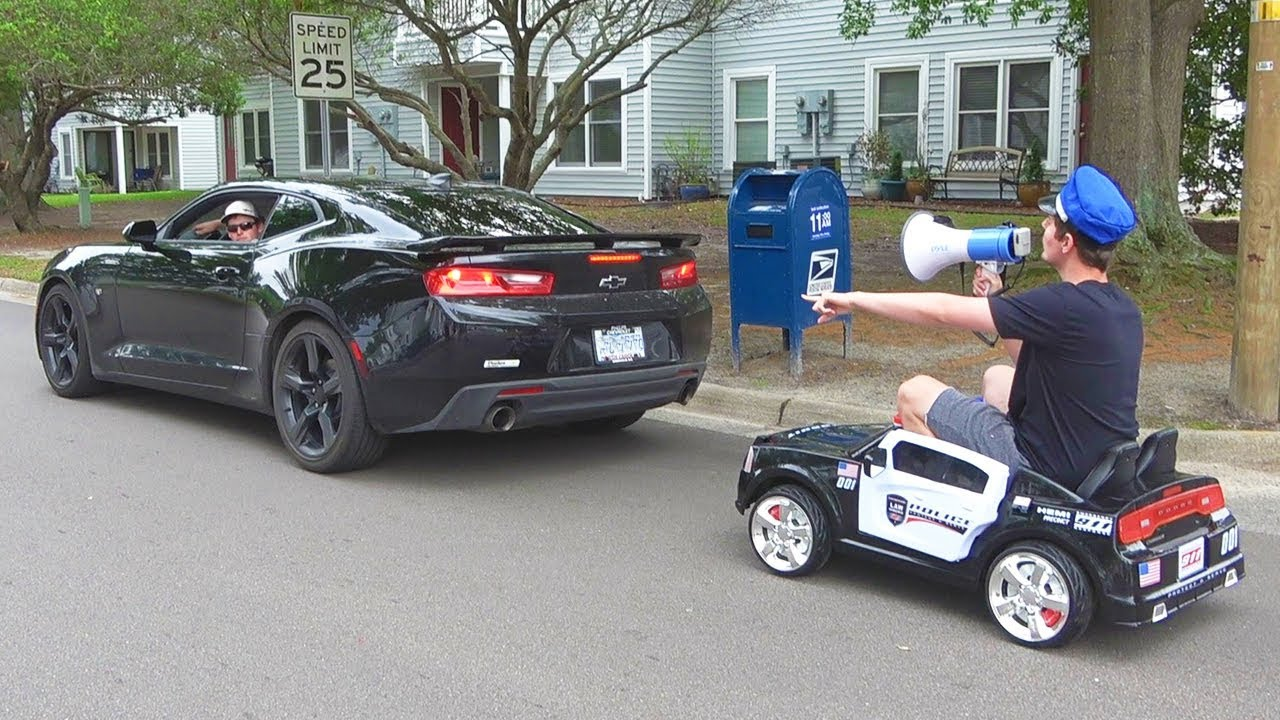 pulling-cars-over-using-a-toy-police-car