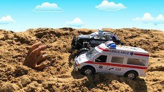 Тёма играет в машинки Скорая Помощь и Полицейская машина спасают машинку из песка Видео про машинки