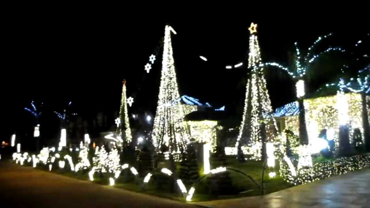magnificent christmas decorated house with musical lights youtube