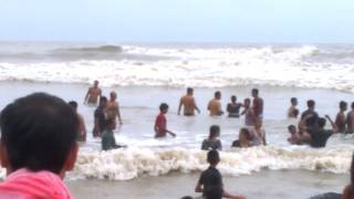 BEAUTIFUL COUPLE BATHING & ROMANTIC MOMENT DIGHA SEA BEACH (west Bengal)