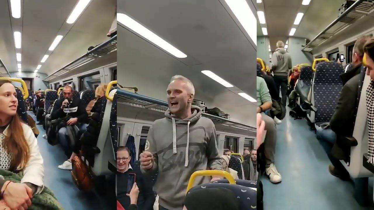Flash Mob - Cool Acapella performance on a train (HD) 🎵💃🏽
