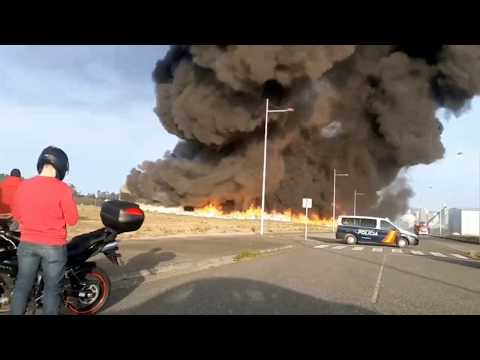Desalojan una nave industrial de Narón por un incendio