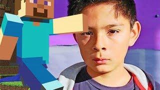 Bambino deportato usa Minecraft per non allontanarsi dagli amici