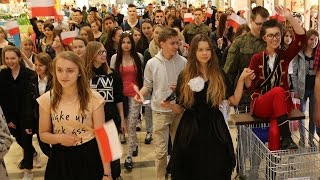 Flash mob patriotyczny w Galerii Bursztynowej