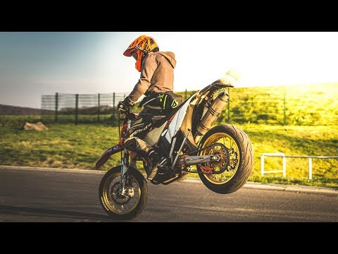 SUPERMOTO AGAINST THE LAW | Airfield, Police, Wheelies, Anlassen 2017 // SEAKYY