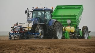 New Holland T7070 Blue Power + Miedema Structural 4000 Planting Potatoes - Loonbedrijf Breure