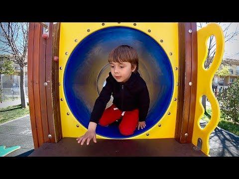 TÚNEL AZUL NO PARQUINHO INFANTIL!! Fun Outdoor Playground for Kids