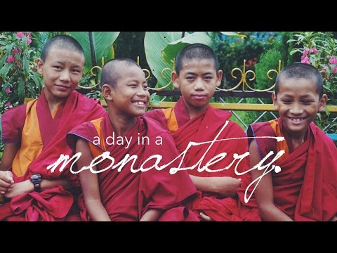 A day in my life in a buddhist monastery! // nepal vlog 2016