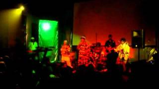 Horace Andy Hymn of the big wheel live@Crazy Bull Genova (01/04/11)