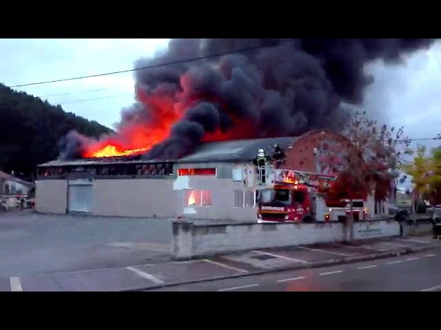 Incendio de un bazar chino en Cartes