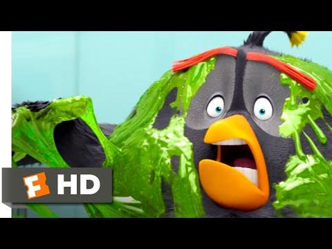 The Angry Birds Movie 2 - Piggy Gadgetland | Fandango Family