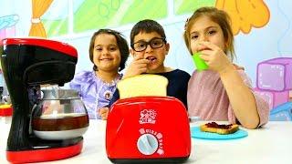 Видео для детей про игрушки: Новый тостер и кофеварка