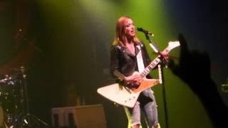 Halestorm - Innocence (live Bataclan Paris 16/03/15)