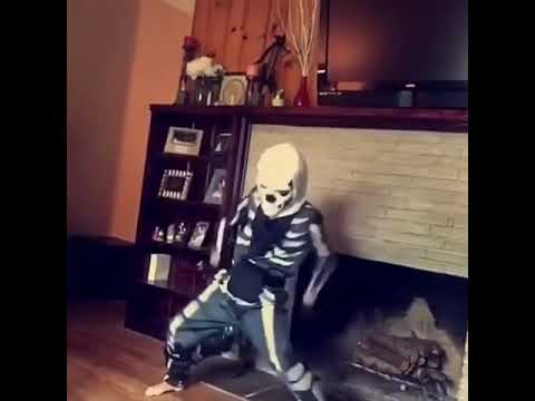 Kid in skull trooper costume dance dancing meme Fortnite