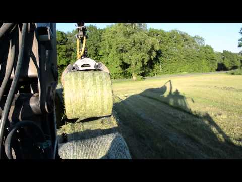 Silage 2015, using cranes to forward bales with Valtra.