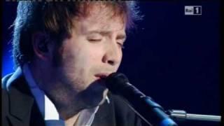 Sanremo 2011 - Finale - Raphael Gualazzi - Follia d