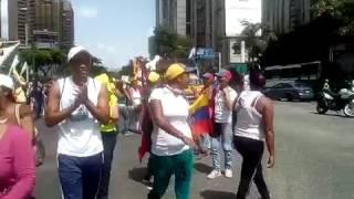 Entre cantos y oraciones por la paz de Venezuela avanza caminata religiosa hasta #Chacao