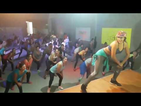 Zin 68  Bailalo - Heydi Zumba Fitnes 🎶🎵