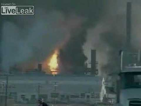 Texas Oil Refinery Explodes
