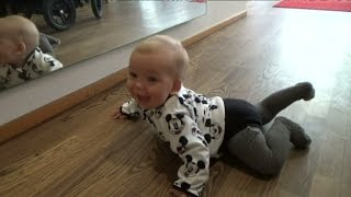 Lucy kryper i Unga föräldrar - Unga föräldrar (TV4)