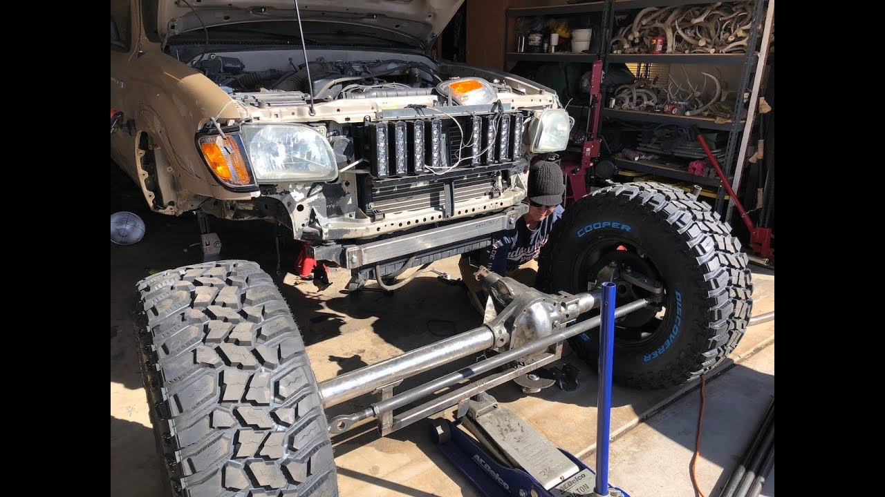 TACOMA SOLID AXLE SWAP PART 3- STEERING,AXLE HOUSING JACK MOUNT AND  SMASHING MY TOE!!!