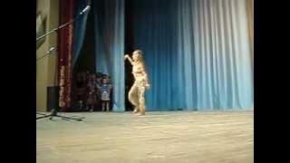 ВОСТОЧНЫЕ ТАНЦЫ-девочка танцует просто классно.