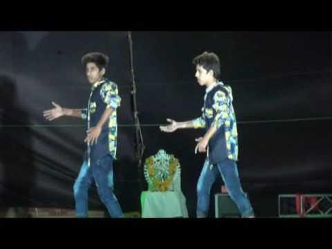 AK TWINS best|dance|on|main khiladi tu anadi.