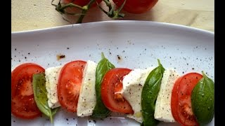 How To Make Italian Caprese Salad In 5 Minutes - Easy And Authentic!