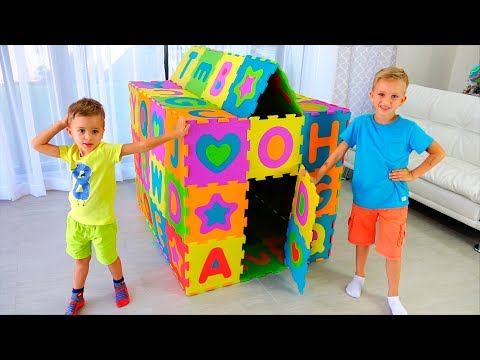 Vlad and Nikita play and build colored Playhouse