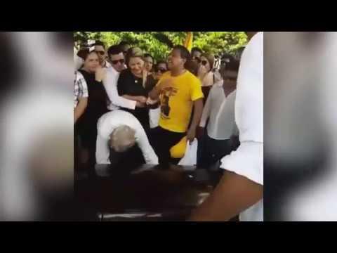 ENTIERRO DE MARTIN ELIAS l SU ESPOSA LE DA EL ULTIMO ADIOS Q.E.P.D