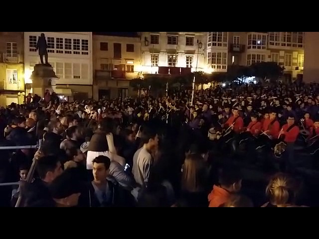 Más de 200 músicos de siete bandas se lucen en la Tamborrada de Viveiro
